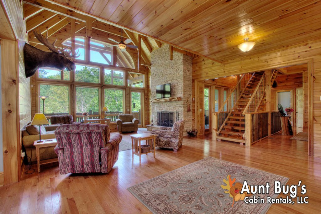 Photo of a Pigeon Forge Cabin named Birds Creek Mansion #650 - This is the first photo in the set.