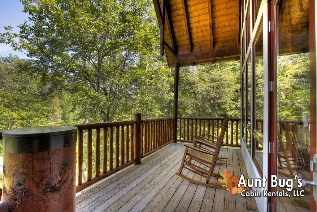 Photo of a Pigeon Forge Cabin named Birds Creek Mansion #650 - This is the one hundred and tenth photo in the set.