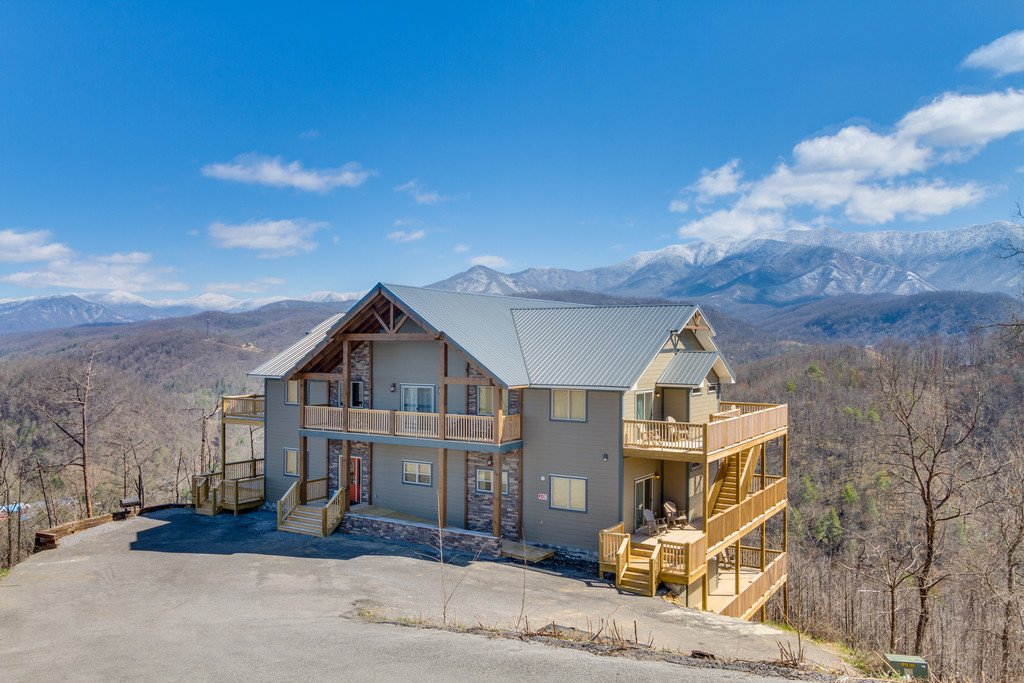 Photo of a Gatlinburg Cabin named Majestic Overlook - This is the second photo in the set.