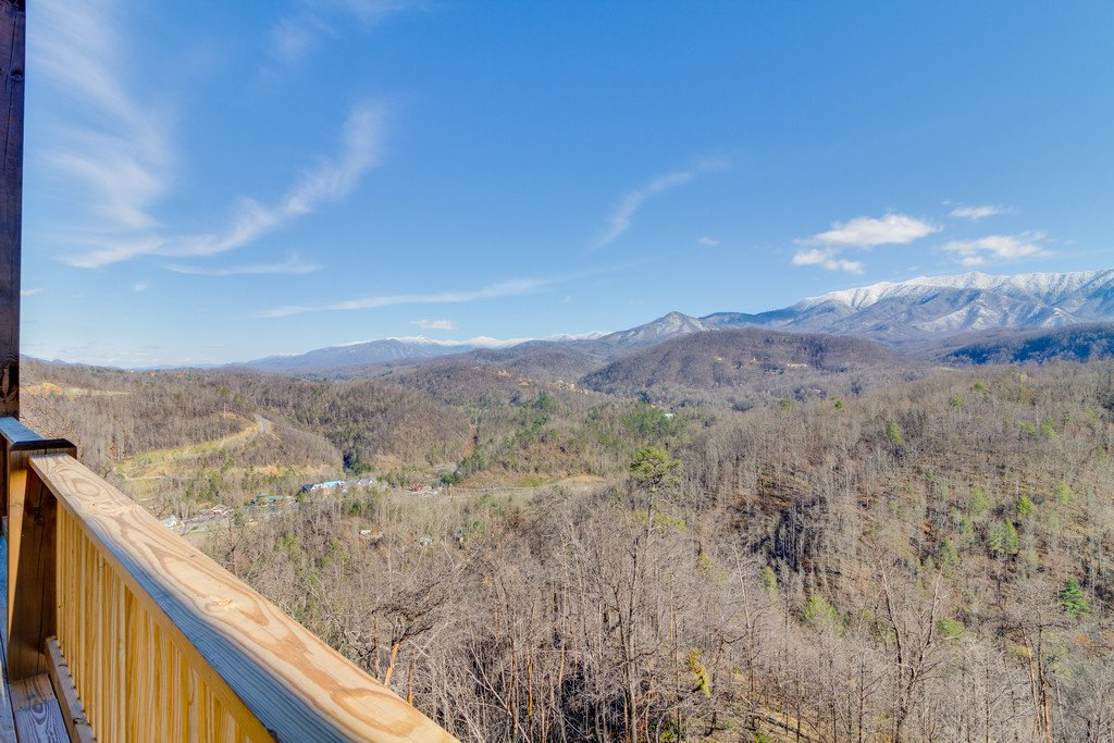 Photo of a Gatlinburg Cabin named Majestic Overlook - This is the fifty-second photo in the set.