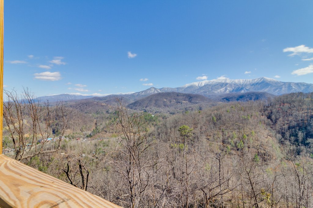 Photo of a Gatlinburg Cabin named Majestic Overlook - This is the thirty-first photo in the set.