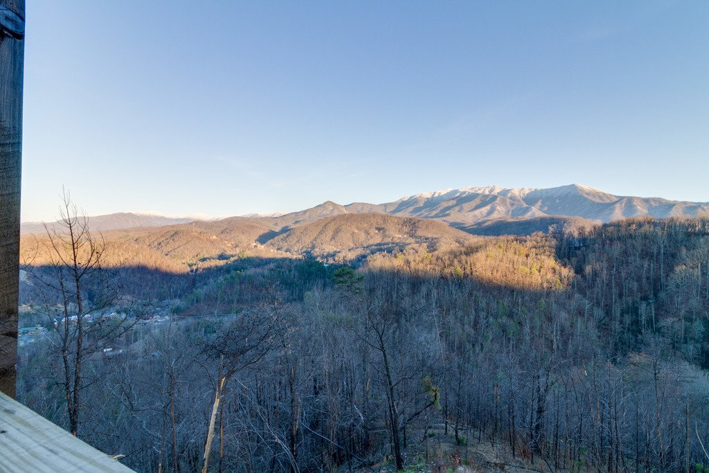 Photo of a Gatlinburg Cabin named Majestic Overlook - This is the one hundred and thirty-second photo in the set.