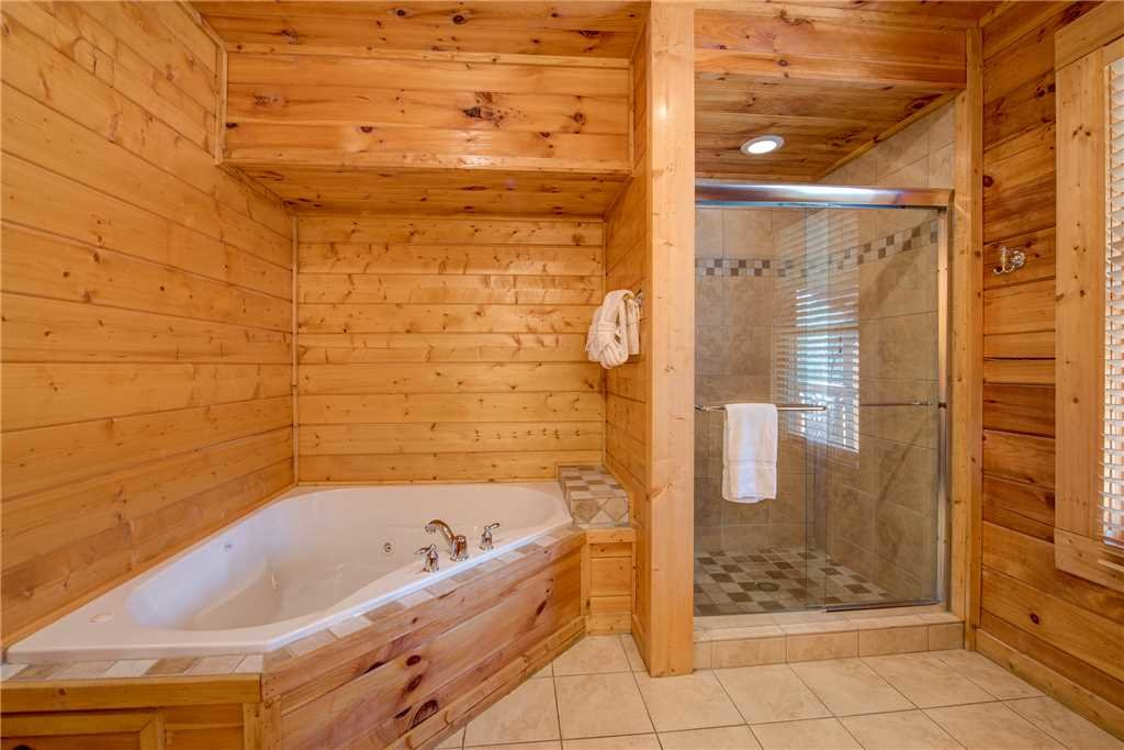 Photo of a Pigeon Forge Cabin named Suite Seasons - This is the sixteenth photo in the set.