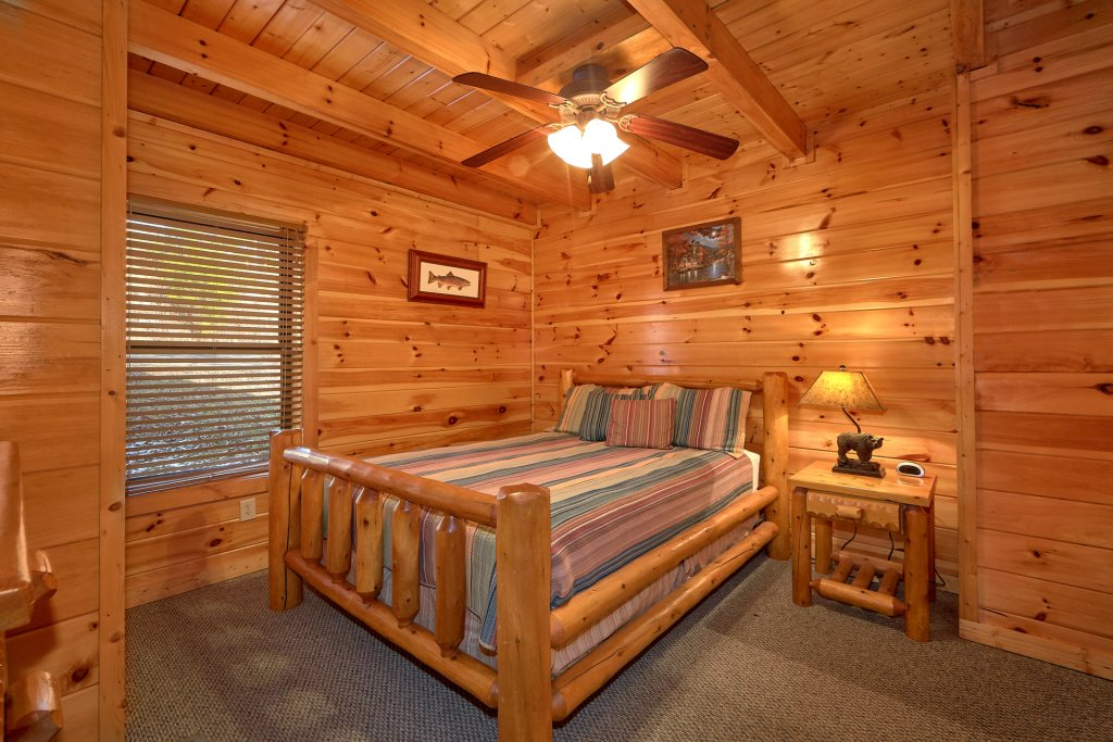 Photo of a Gatlinburg Cabin named Beary Cozy - This is the fifteenth photo in the set.