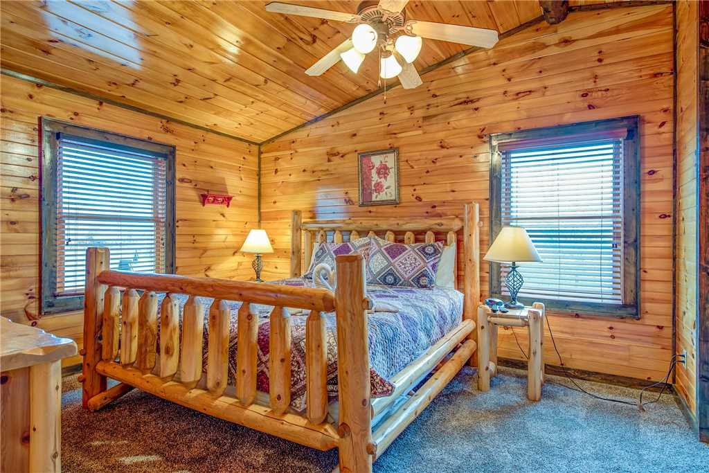 Photo of a Gatlinburg Cabin named Standing Bear Lodge - This is the twelfth photo in the set.