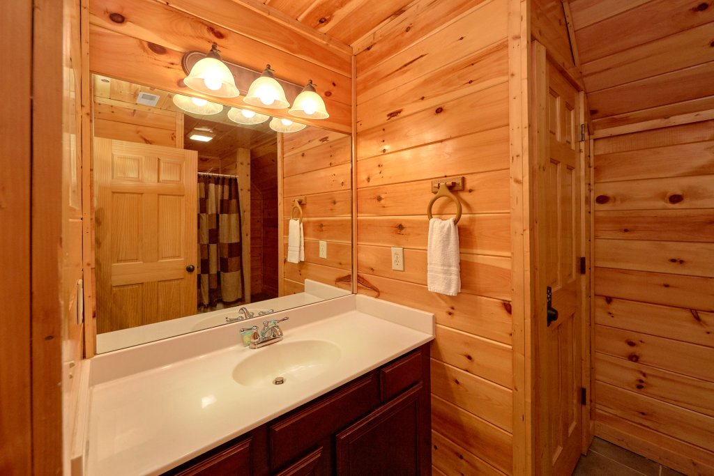 Photo of a Gatlinburg Cabin named Beary Cozy - This is the seventeenth photo in the set.