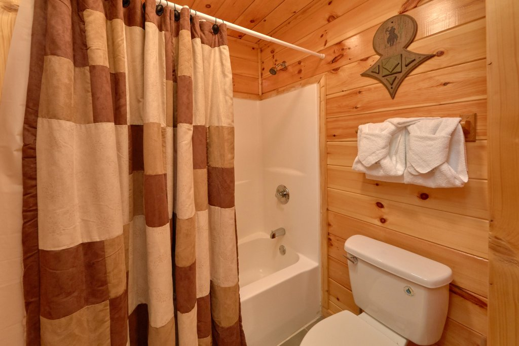 Photo of a Gatlinburg Cabin named Beary Cozy - This is the sixteenth photo in the set.