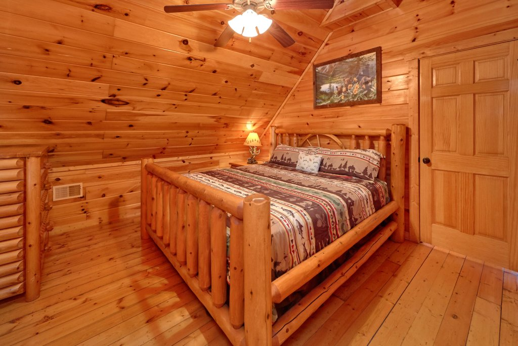 Photo of a Gatlinburg Cabin named Beary Cozy - This is the nineteenth photo in the set.