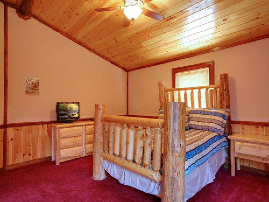 Photo of a Gatlinburg Cabin named Majestic Waters #575 - This is the eighth photo in the set.