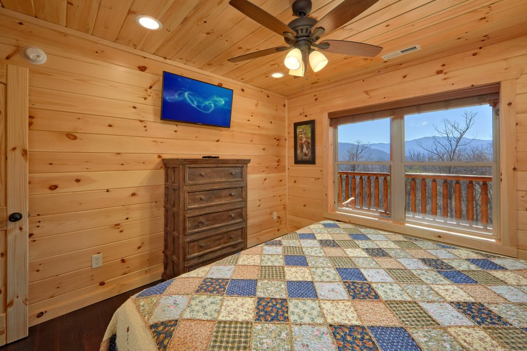 Photo of a Gatlinburg Cabin named Luxury, Views And Theater Cabin - This is the fifty-second photo in the set.