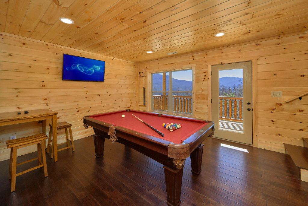 Photo of a Gatlinburg Cabin named Luxury, Views And Theater Cabin - This is the thirty-seventh photo in the set.