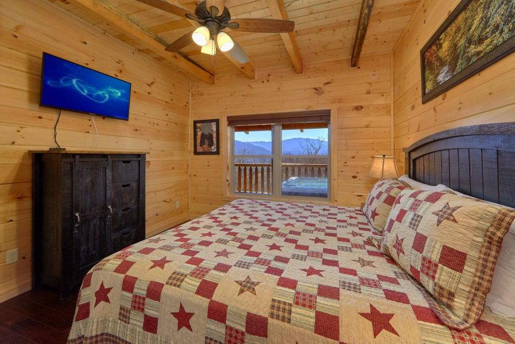 Photo of a Gatlinburg Cabin named Luxury, Views And Theater Cabin - This is the fiftieth photo in the set.