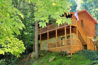 Large 2 bedroom Luxury Cabin Wears Valley, Pigeon Forge TN Close to town