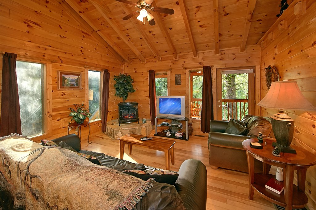 Photo of a Pigeon Forge Cabin named Whispering Waters #208 - This is the twelfth photo in the set.