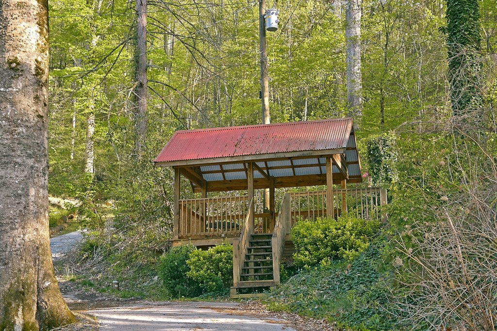 Photo of a Pigeon Forge Cabin named Whispering Waters #208 - This is the twenty-second photo in the set.
