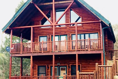 Take It Easy Is A Luxurious 4 Bedroom Cabin.