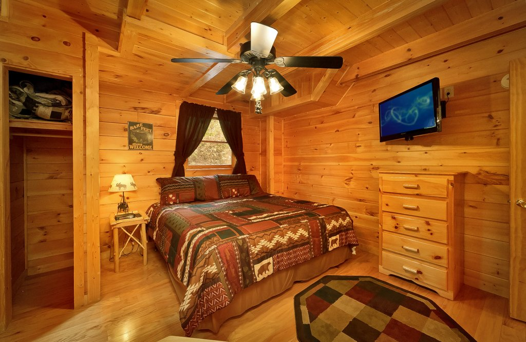 Photo of a Gatlinburg Cabin named The Treehouse #1708 - This is the eleventh photo in the set.