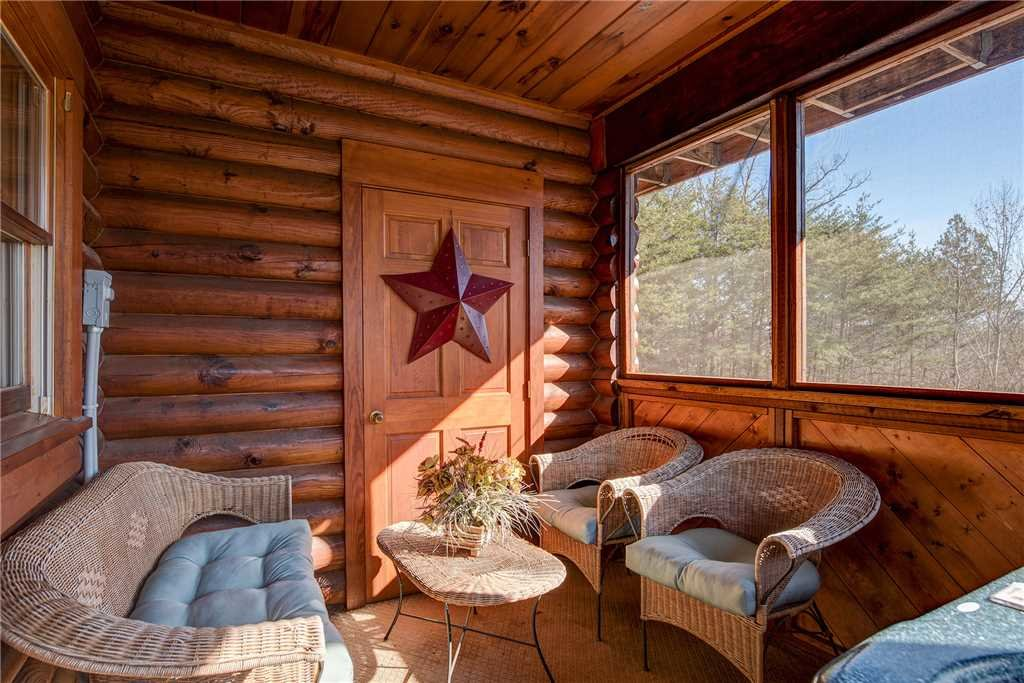 Photo of a Pigeon Forge Cabin named Another Day Inn Bearadise - This is the twenty-first photo in the set.
