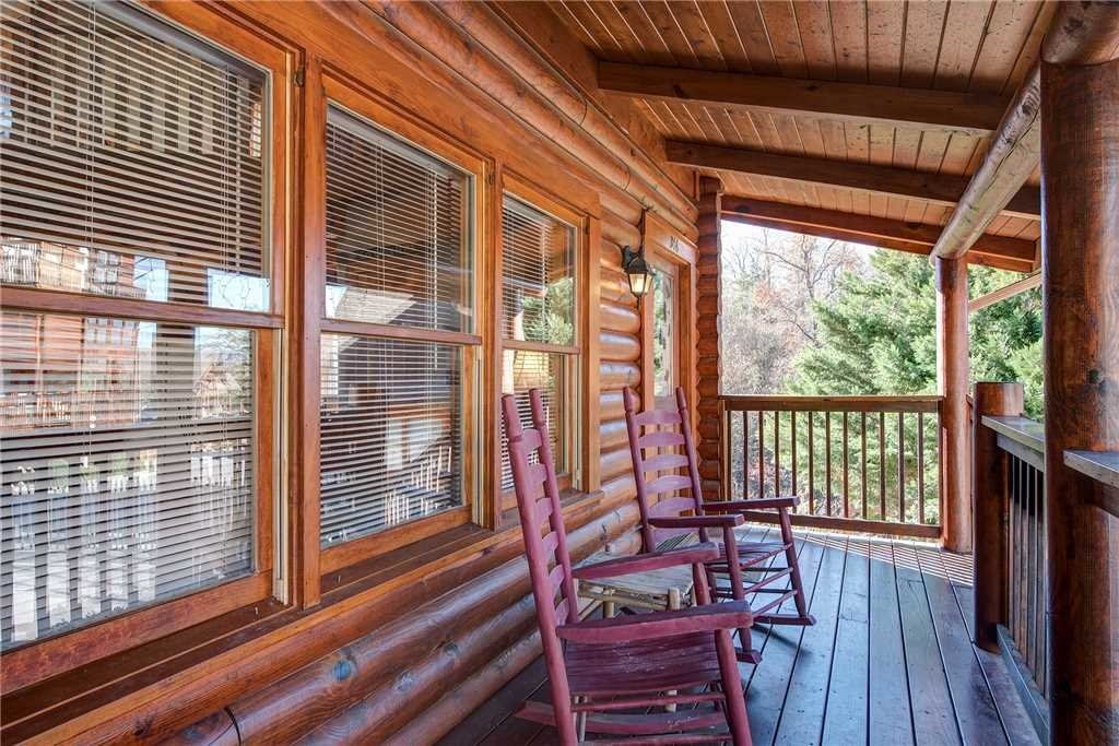 Photo of a Pigeon Forge Cabin named Another Day Inn Bearadise - This is the twenty-third photo in the set.