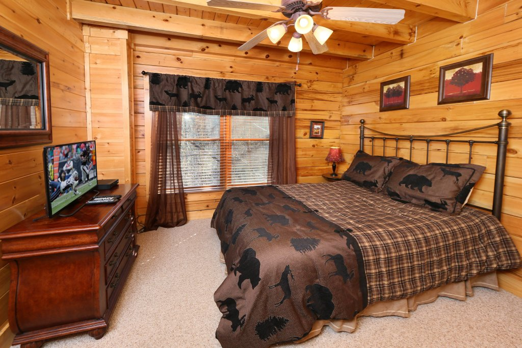 Photo of a Pigeon Forge Cabin named Take It Easy - This is the nineteenth photo in the set.
