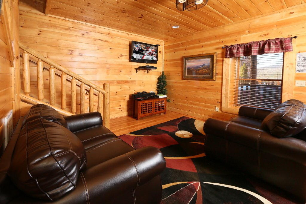 Photo of a Pigeon Forge Cabin named Take It Easy - This is the twenty-eighth photo in the set.