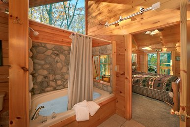Private Romantic 2bedroom a few miles to Dollywood Game Tables, XBox & WiFi