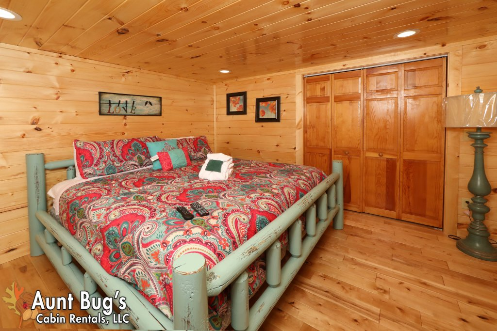 Photo of a Pigeon Forge Cabin named A Secluded Retreat #216 - This is the ninth photo in the set.
