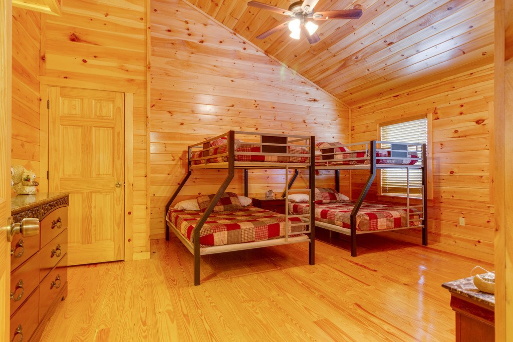 Photo of a Pigeon Forge Cabin named Beary Dee-lightful - This is the twenty-ninth photo in the set.