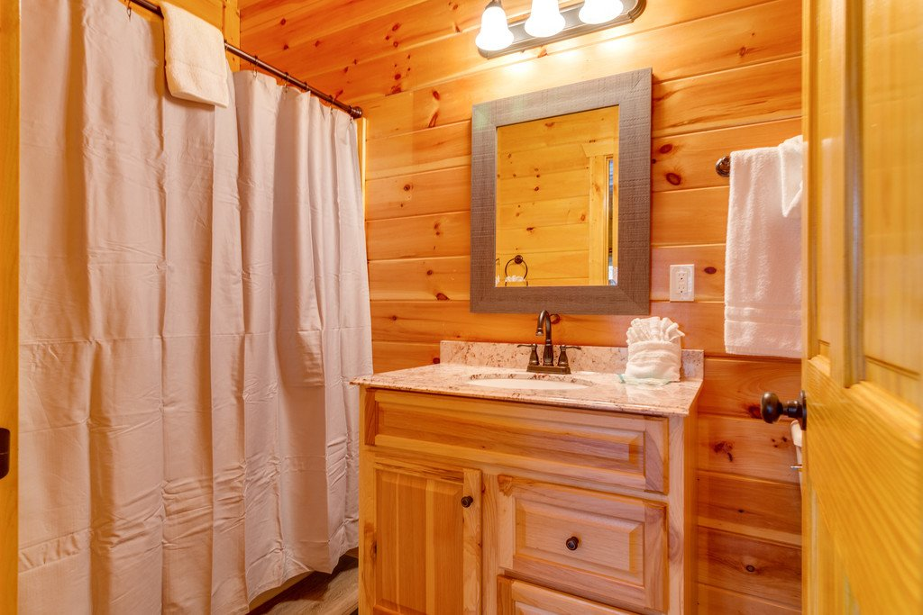 Photo of a Pigeon Forge Cabin named Beary Dee-lightful - This is the forty-seventh photo in the set.