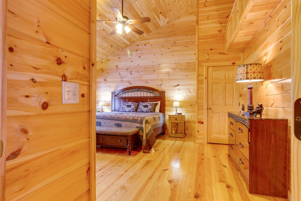 Photo of a Pigeon Forge Cabin named Beary Dee-lightful - This is the twenty-fifth photo in the set.