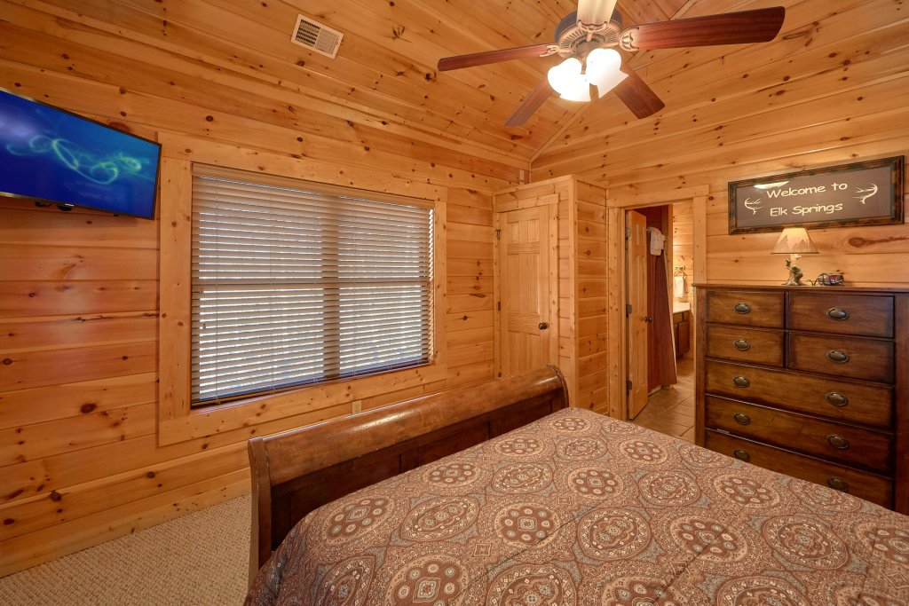 Photo of a Gatlinburg Cabin named A Smoky Hideaway - This is the fifty-third photo in the set.