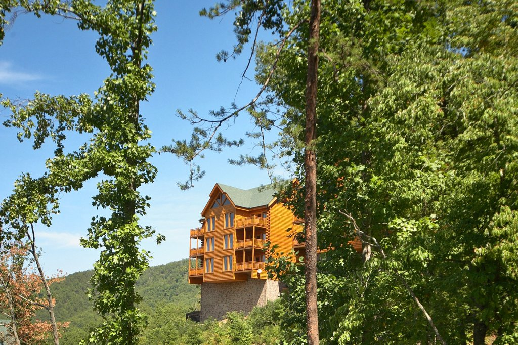 Photo of a Pigeon Forge Cabin named Home Theater Lodge - This is the thirty-eighth photo in the set.