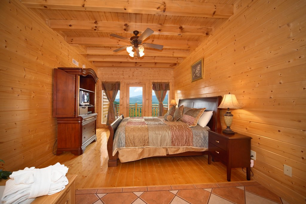 Photo of a Pigeon Forge Cabin named Home Theater Lodge - This is the fifty-third photo in the set.