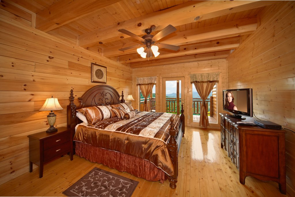 Photo of a Pigeon Forge Cabin named Home Theater Lodge - This is the fifty-fourth photo in the set.