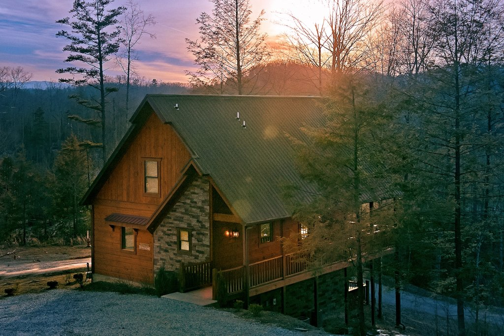 Photo of a Gatlinburg Cabin named Basswood Lodge - This is the second photo in the set.