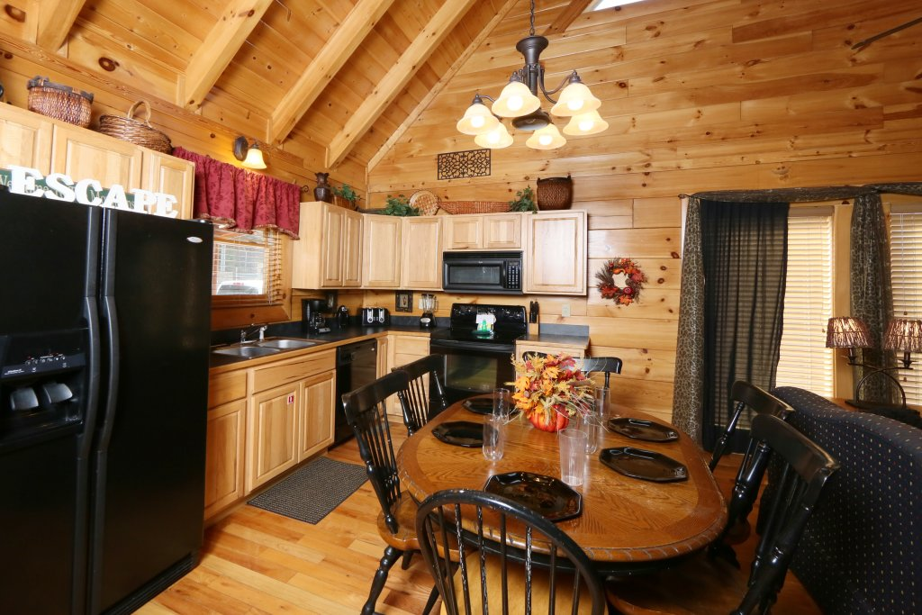 Photo of a Pigeon Forge Cabin named Wild Adventures - This is the eighteenth photo in the set.