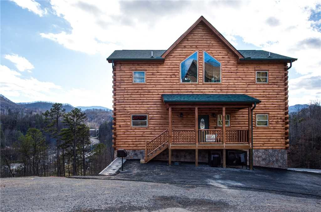 Photo of a Gatlinburg Cabin named Damron's Dream - This is the second photo in the set.