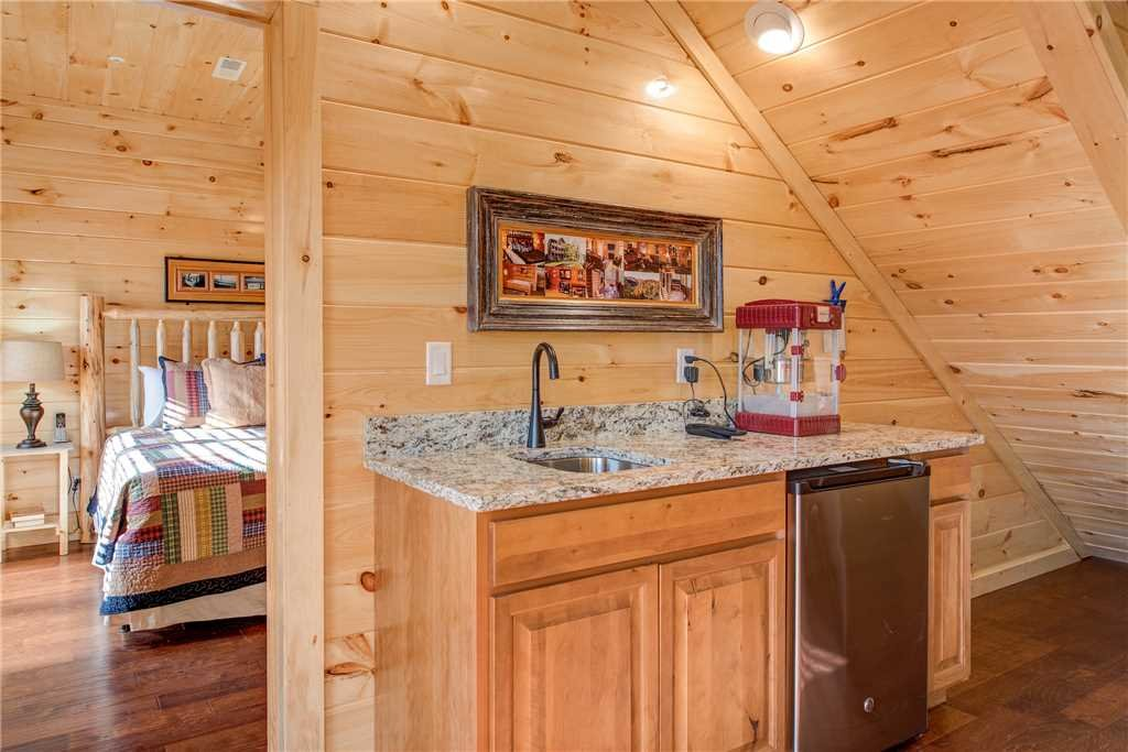 Photo of a Gatlinburg Cabin named Damron's Dream - This is the fourteenth photo in the set.