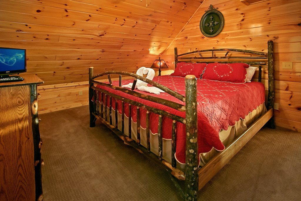 Photo of a Gatlinburg Cabin named Basswood Lodge - This is the seventeenth photo in the set.