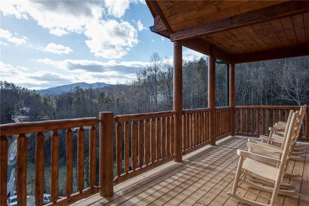 Photo of a Gatlinburg Cabin named Damron's Dream - This is the thirty-fifth photo in the set.