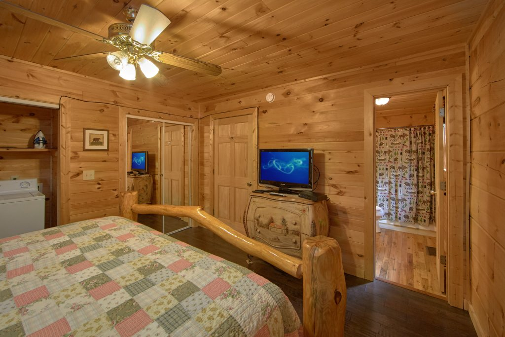 Photo of a Pigeon Forge Cabin named All Tucked Away 114 - This is the sixth photo in the set.