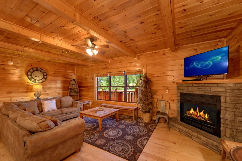Photo of a Gatlinburg Cabin named Misty Mountain Lodge - This is the thirty-eighth photo in the set.