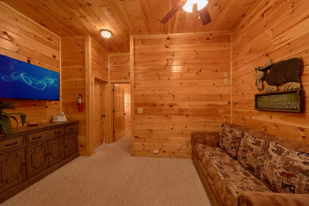 Photo of a Gatlinburg Cabin named Misty Mountain Lodge - This is the forty-first photo in the set.