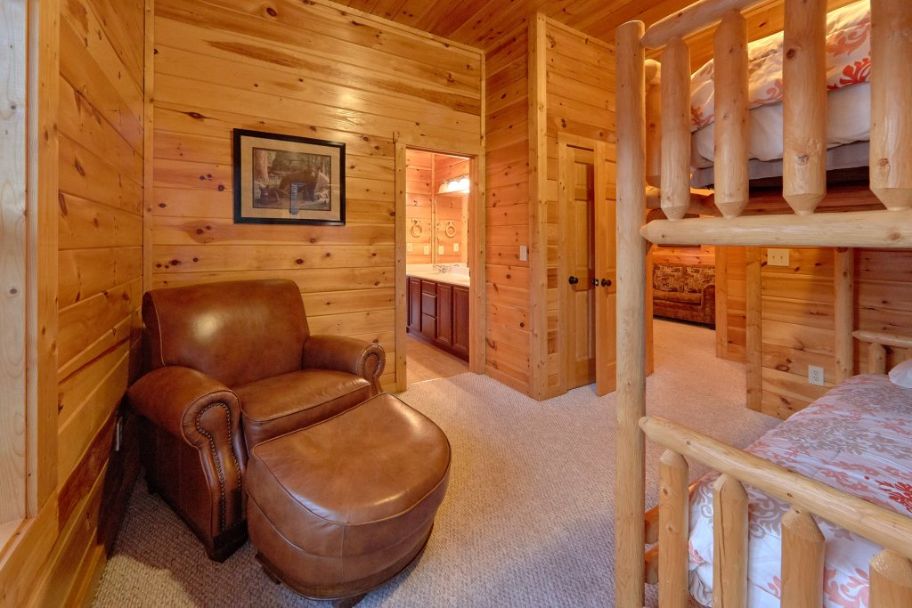 Photo of a Gatlinburg Cabin named Misty Mountain Lodge - This is the fiftieth photo in the set.