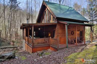 Private 2 Bedroom Wears Valley Cabin with Hot Tub and Wood Burning Fireplace