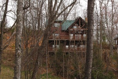 Smoky Mountain 3 Bedroom Resort Cabin With Jacuzzi Tubs, Pool Table, Hot Tub