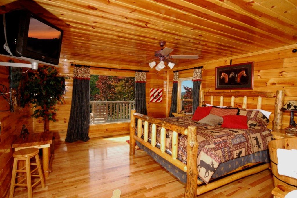 Photo of a Gatlinburg Cabin named Buck Naked Lodge #327 - This is the twelfth photo in the set.