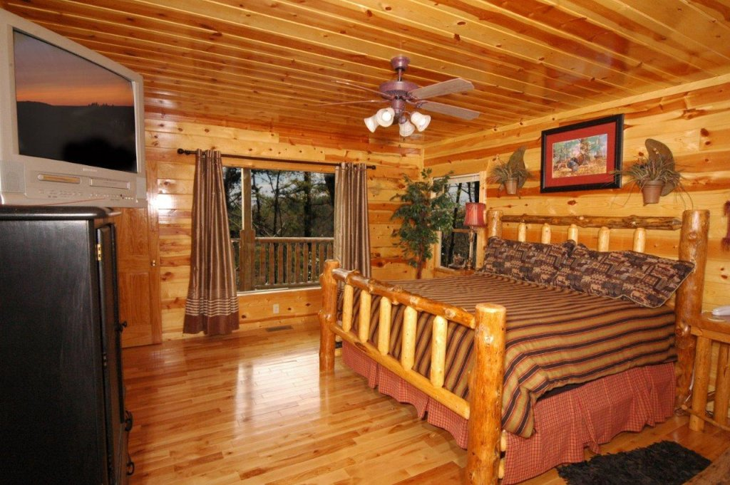 Photo of a Gatlinburg Cabin named Buck Naked Lodge #327 - This is the fourteenth photo in the set.