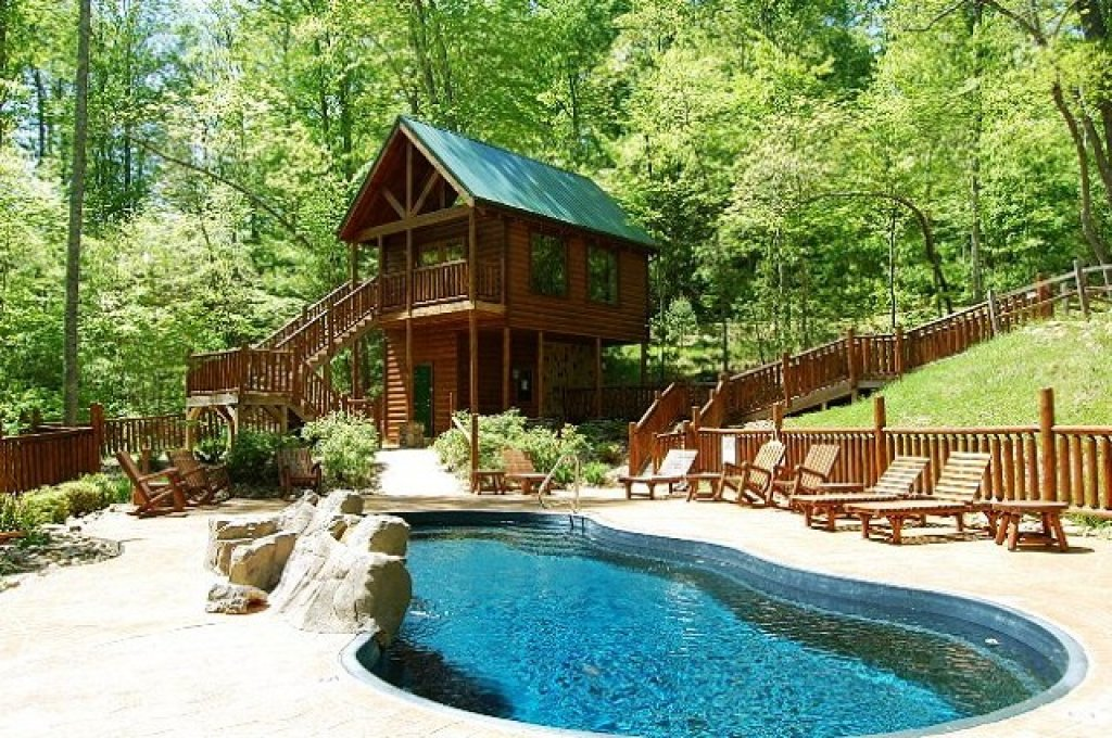 Photo of a Gatlinburg Cabin named Buck Naked Lodge #327 - This is the second photo in the set.