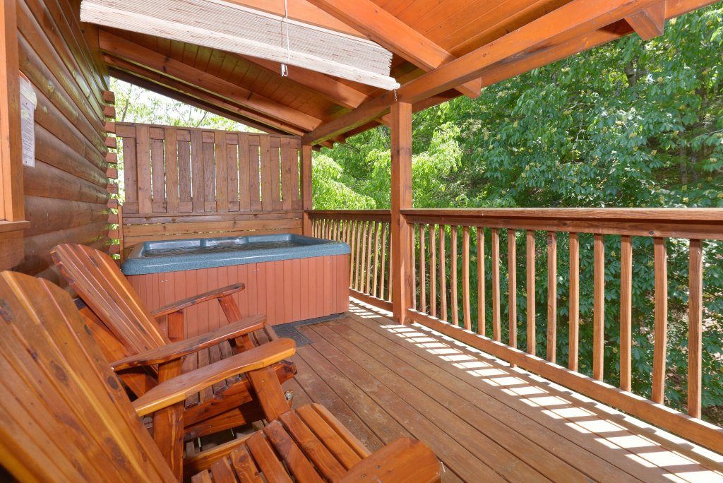 Photo of a Pigeon Forge Cabin named Whispering Creek #302 - This is the eighteenth photo in the set.